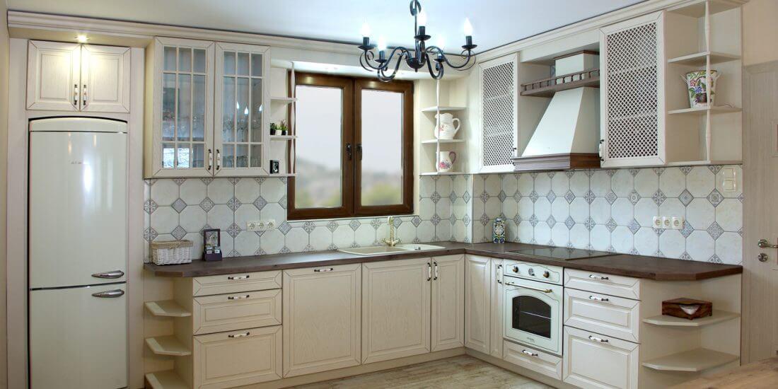 ретро кухня в бяло