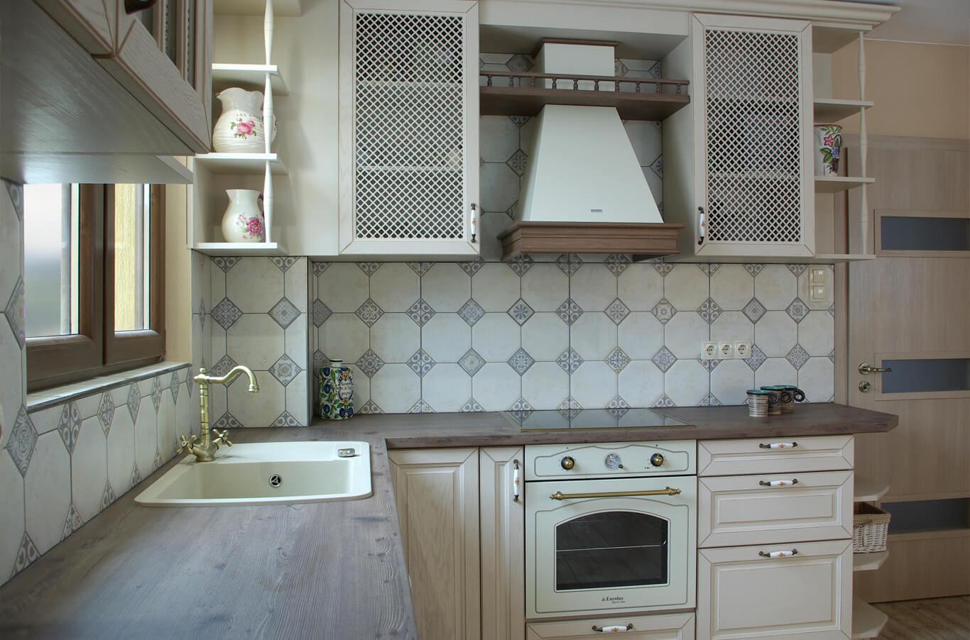 Бодилукс изящна керамика в кухненския гръб