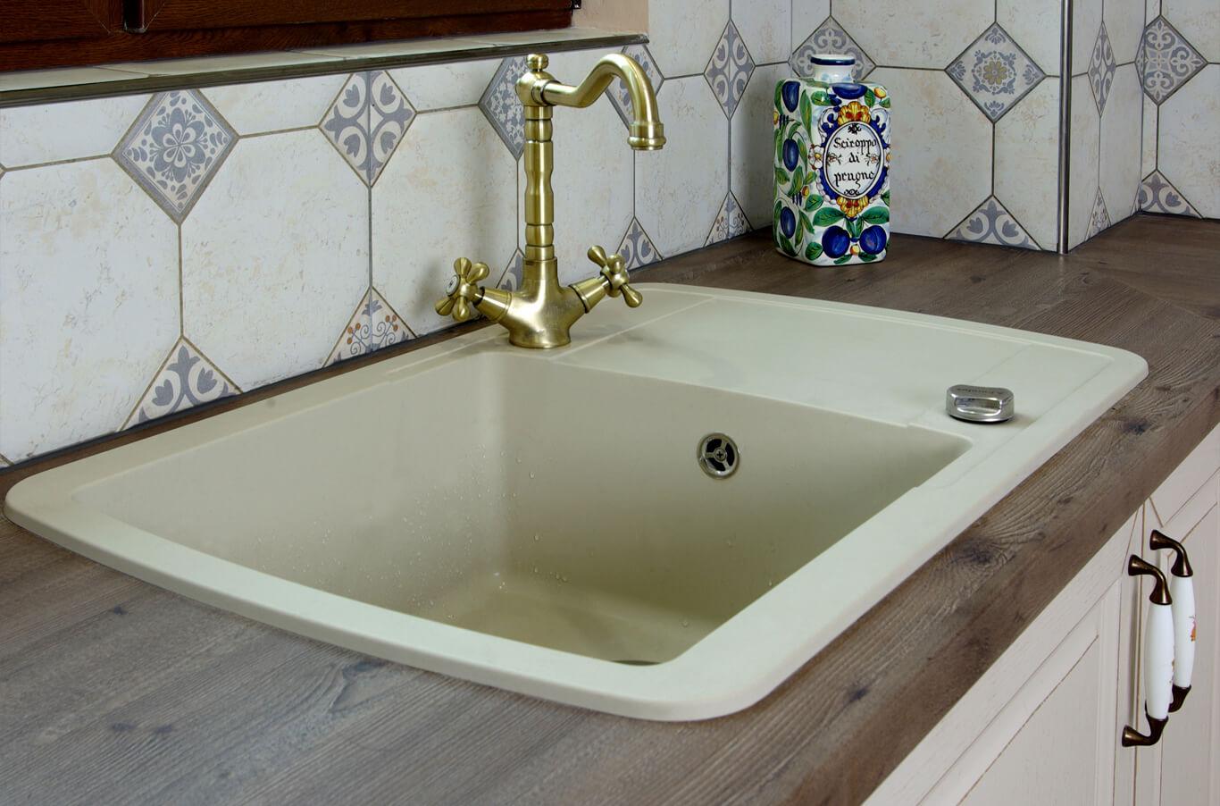 Бодилукс мивка и смесител в ретро стил