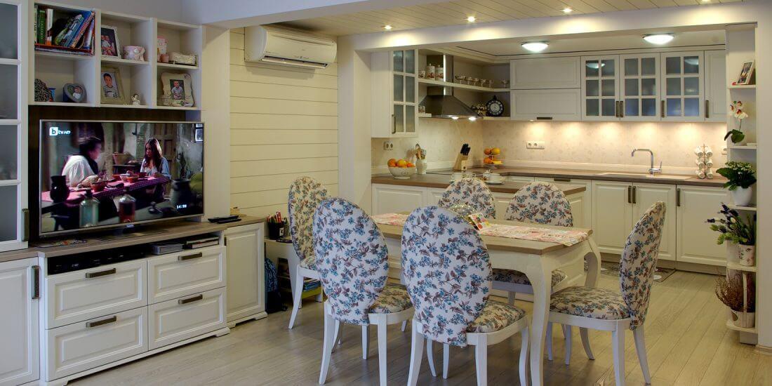 кухня с трапезария и дневна