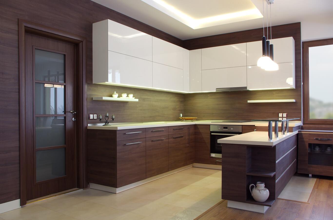 кухня в кремаво и кафяво