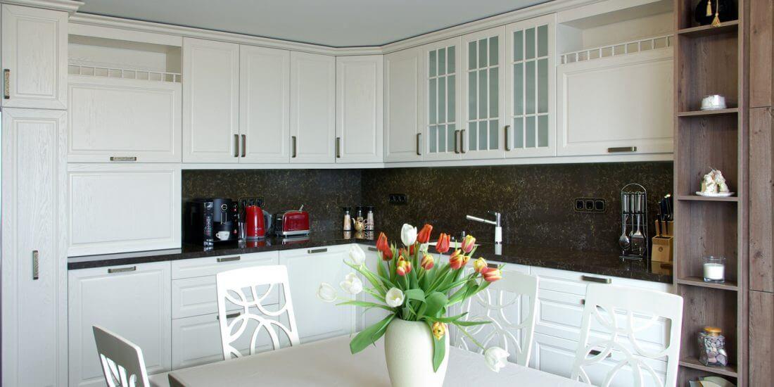 рустик кухня в бяло