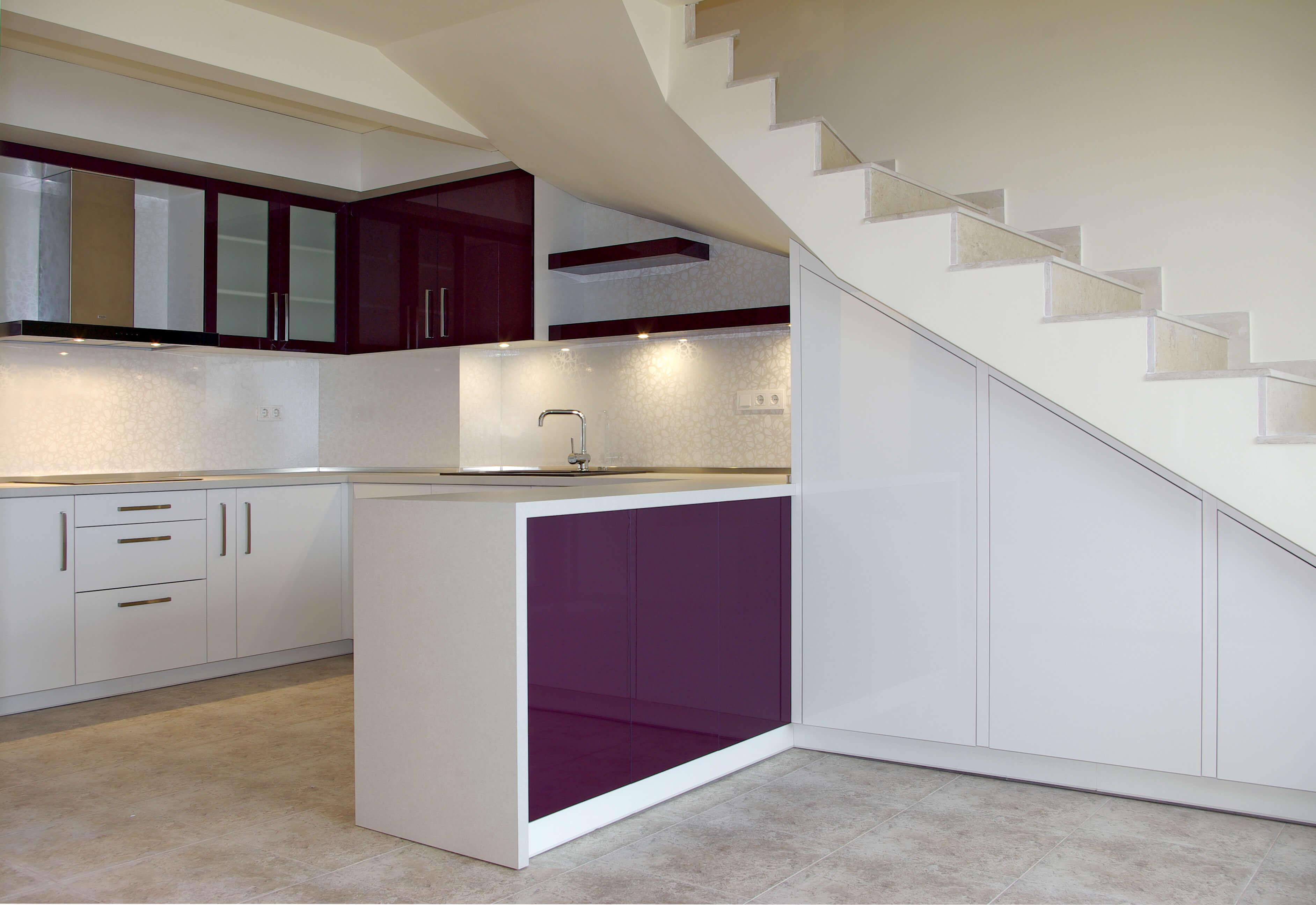 кухня по поръчка с модерен дизайн
