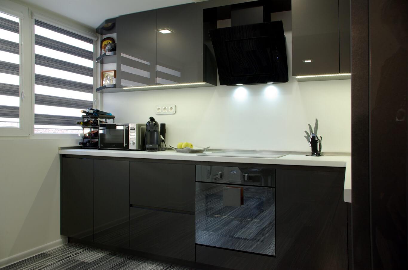 кухня с вградено лед осветление