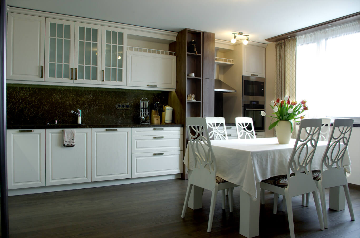 бодилукс кухня с трапезария - красива гледка