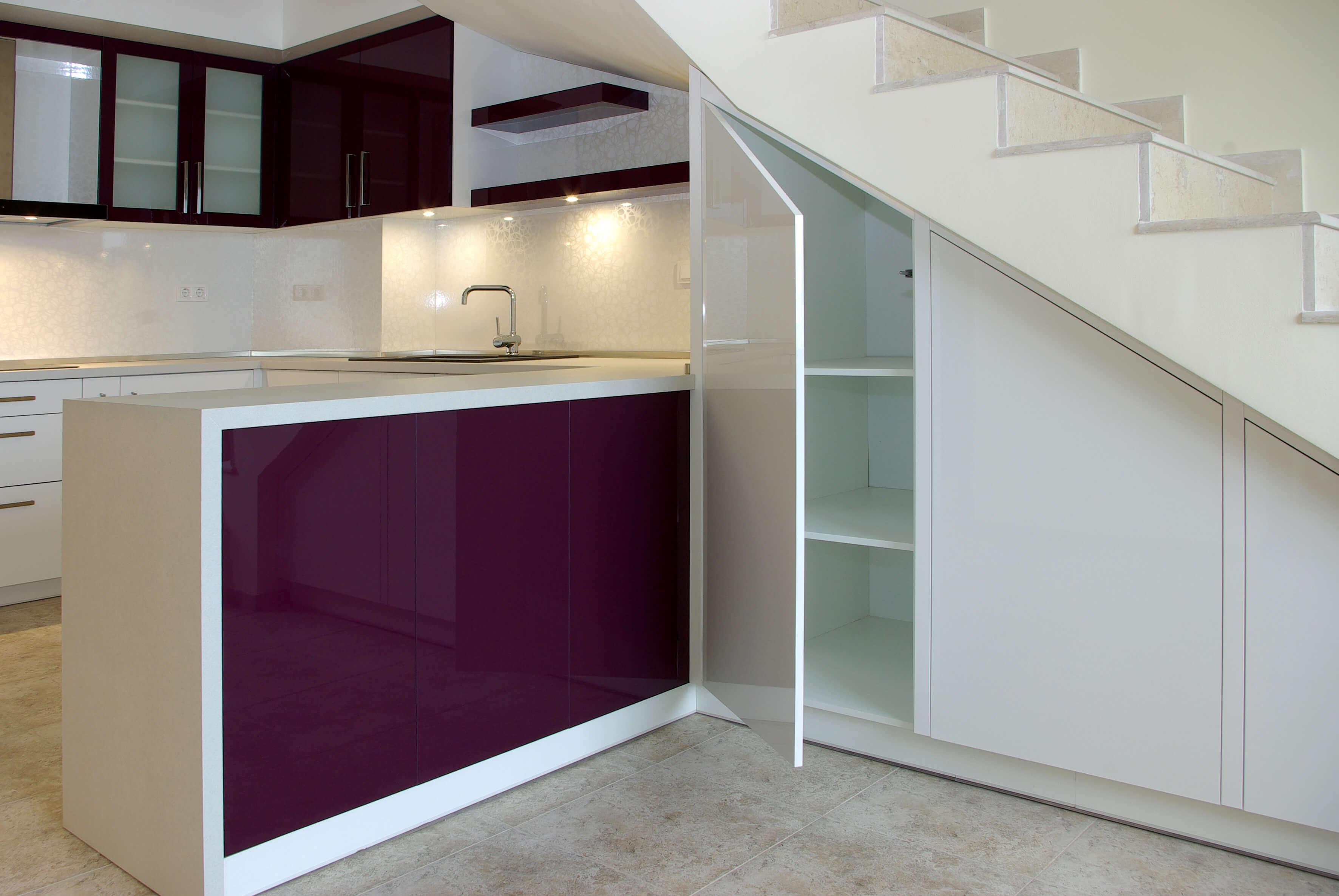 лилава кухня гланц