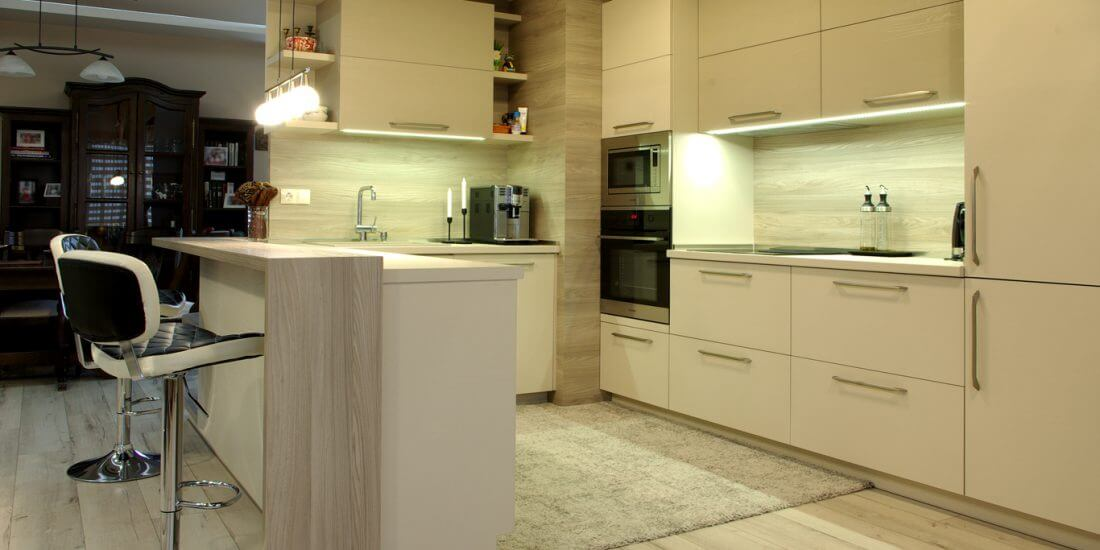 просторна кухненска зона