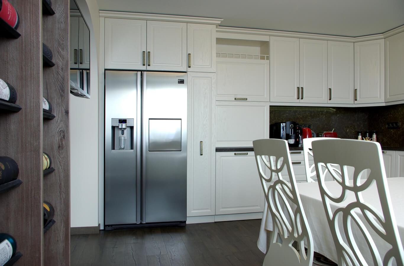 бодилукс голяма кухня с голям хладилник