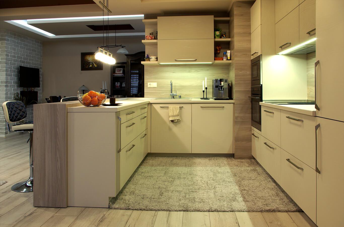 кухня с големи удобни чекмеджета