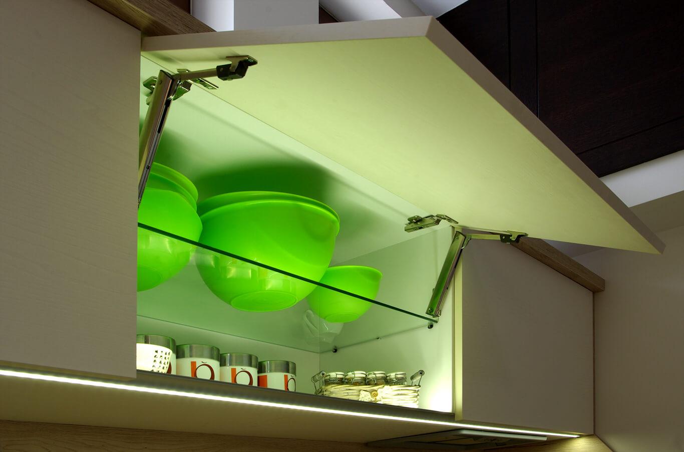 бодилукс повече светлина в горния ред шкафове