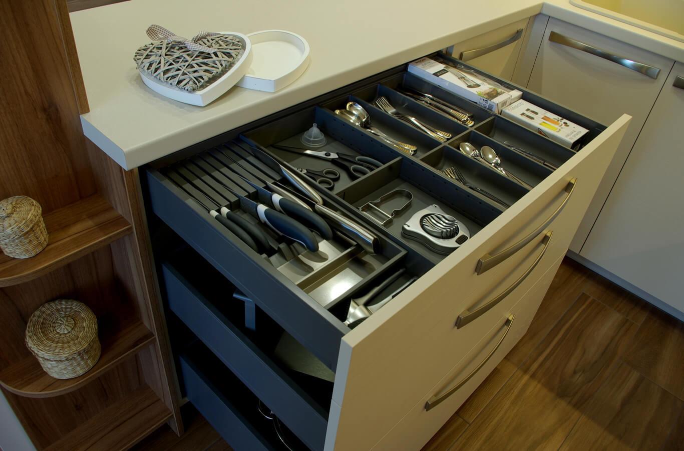 практични аксесоари за прибори и ножове