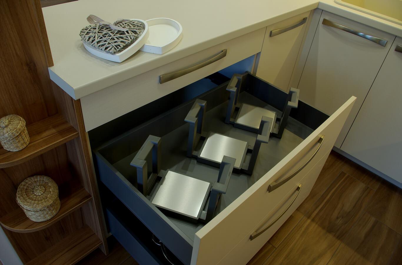 стойките за чинии с практичен помощник