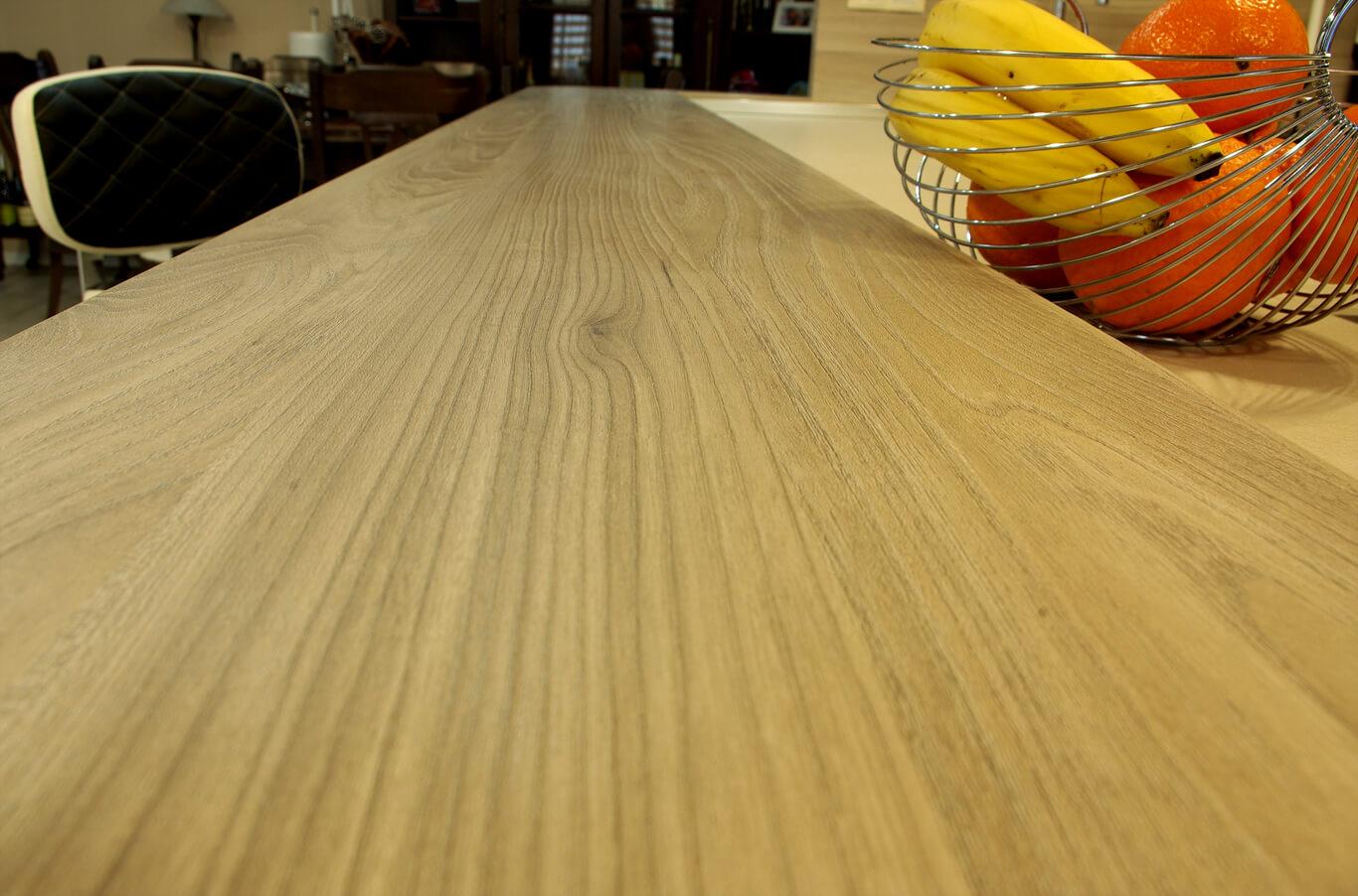 кухня с дървен плот