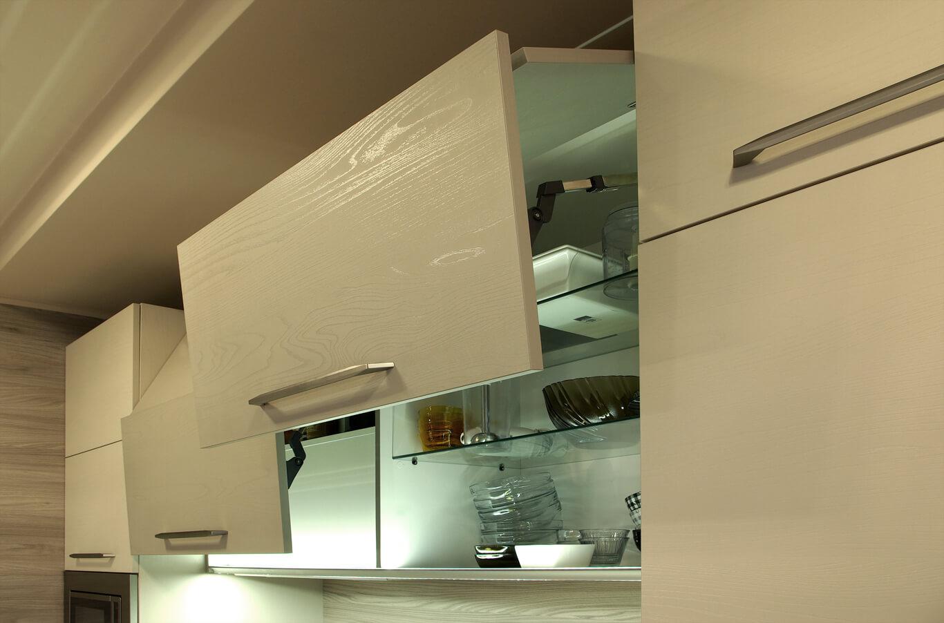 кухня с вдигащи врати