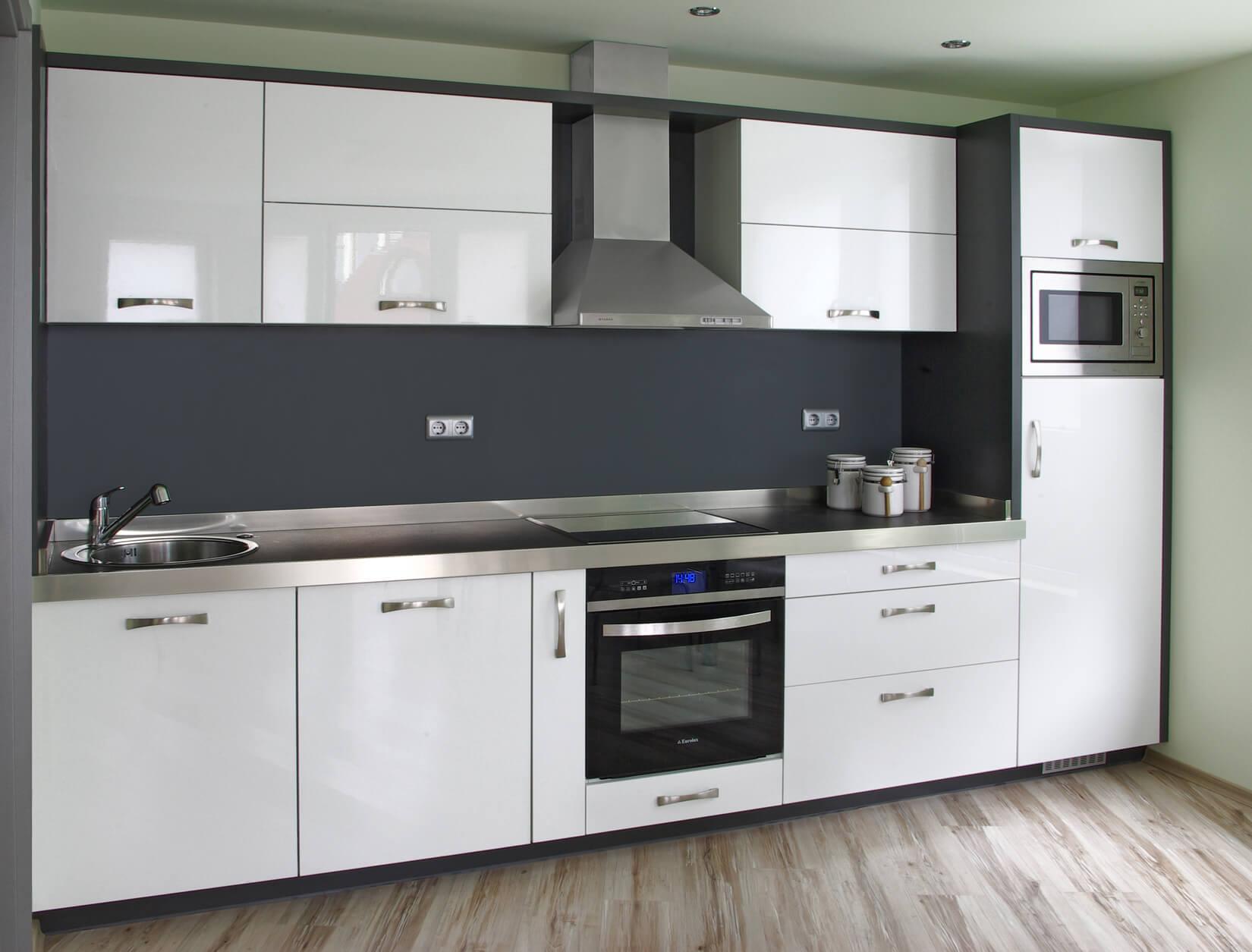 кухня в бяло и черно