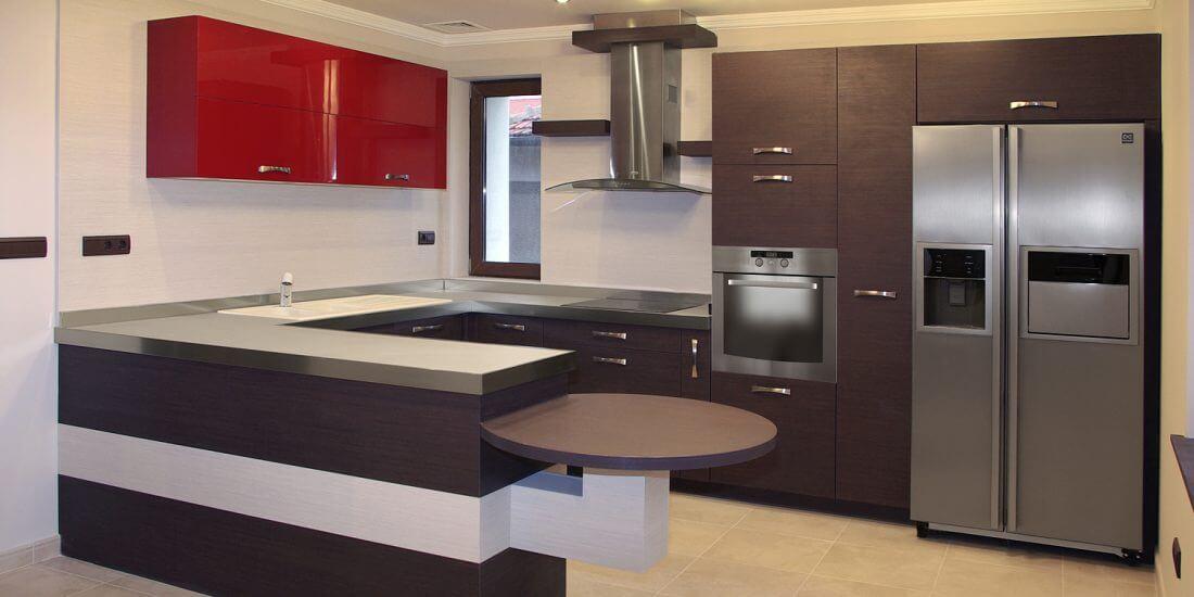модерна кухня с изчистен дизайн