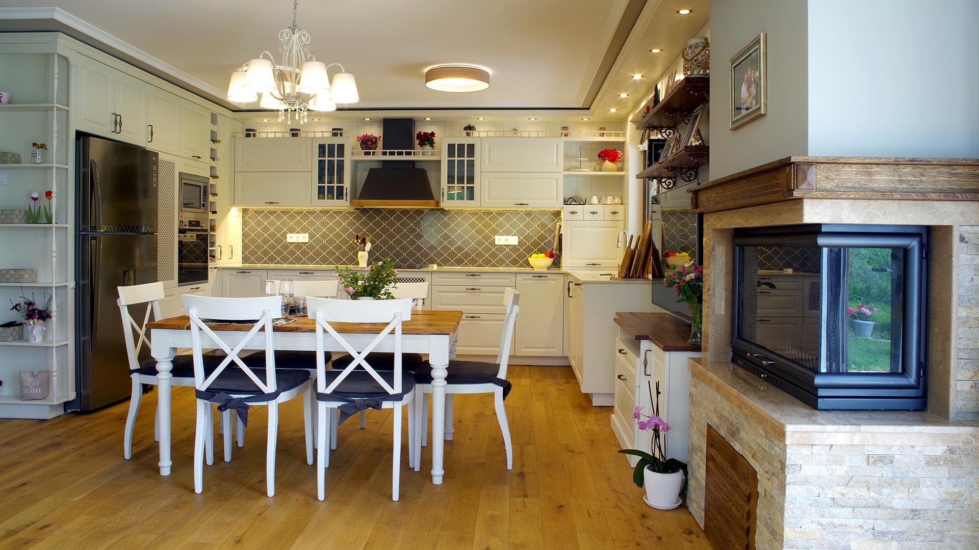Бяла ретро кухня
